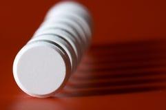 Spalte der Tabletten mit Schatten Stockbilder