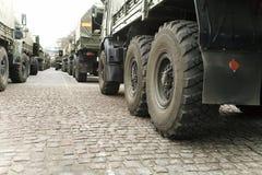 Spalte eines Militärlastwagens Lizenzfreies Stockbild