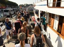 Spalte, Kroatien - 19. August 2017: Leute im Hafen der Spalte, kroatisch lizenzfreie stockfotografie