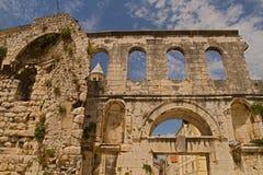 Spalte - Palast des Kaisers Diocletian lizenzfreie stockfotos