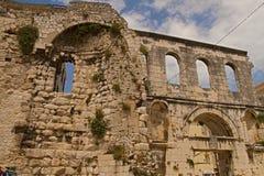 Spalte - Palast von Kaiser Diocletian-exteriers stockbilder