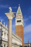 Spalte von St. Theodore und Glockenturm, Venedig Lizenzfreies Stockbild