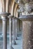 Spalten der Abtei Mont Saint Michel, Frankreich Stockfotografie