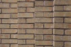 Spalten der Backsteinmauer vier schwankten Beige mit dunklem Bewurf lizenzfreie stockbilder