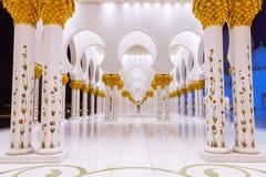 Spalten der großartigen Moschee in Abu Dhabi Lizenzfreie Stockfotos