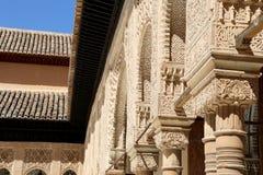 Spalten in der islamischen (maurischen) Art in Alhambra, Granada, Spanien Lizenzfreie Stockfotos