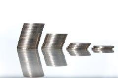 Spalten der Münzen getrennt worden auf weißer Farbe Lizenzfreies Stockfoto