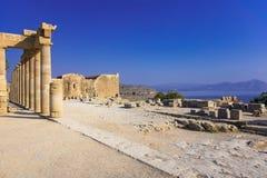 Spalten der Säulenhalle und der Kirche von Johannes auf der Akropolise von Li Stockbild