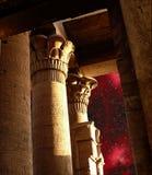 Spalten des Sobek-Tempels in Kom-Ombo und in Eagle Nebula (Elemen Lizenzfreie Stockfotografie
