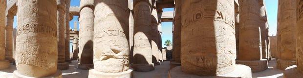 Spalten des Steins im Tempel stockfotos