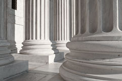 Spalten am Gebäude des Obersten Gerichts der USA Stockfotografie