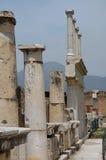 Spalten und Ruinen in Pompeji, Italien Stockbilder