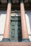 Spalten und Tür des Heiligen Isaac& x27; s-Kathedrale Stockbilder