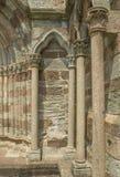 Spaltenarchitektur im Freien - Sacra di San Michele, Italien Lizenzfreie Stockbilder