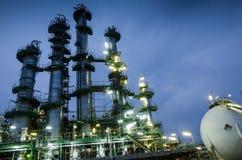 Spaltentürme und Bereichgasbehälter stockbild
