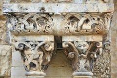 Spaltenverzierung von der Kirche Stockbilder