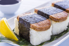 Spam Musubi Stockfotos