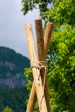 Spana Construction med Poles och rep Arkivbild