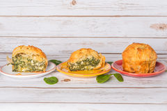 Spanakopita - empanada griega de la espinaca con queso Feta y ricotta foto de archivo libre de regalías