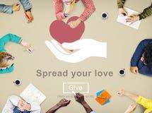 Spanda le vostre mani amiche di amore donano il concetto Fotografie Stock Libere da Diritti