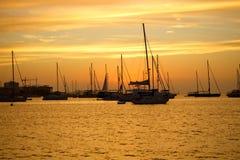 Segelbåtar i det medelhavs- havet Royaltyfri Bild