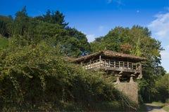 Spanien Asturias, Cornellana, horreo - traditionell ladugård Arkivfoton