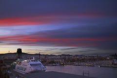 Spanien Barselona- November 21, 2013 Barcelona Hamnstad på solnedgången arkivfoto