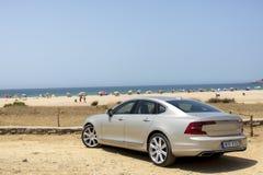 Spanien Campamento Juni 16 2016 Volvo S90 PROVDREV på stranden royaltyfria bilder