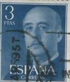 SPANIEN - CIRCA 1949: Stämpeln skrivev ut, i uppvisning av en stående av general Francisco Franco 1892-1975 Royaltyfria Foton