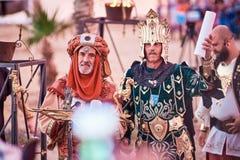 Spanien Denia 13 Augusti 2018 Reproduktion av historiska händelser för ferien av kristen och heder i Denia arkivbilder