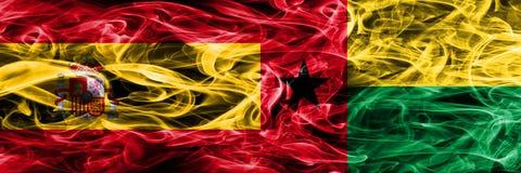 Spanien gegen die Guinea-Bissau Rauchflaggen nebeneinander gesetzt Starke Co vektor abbildung