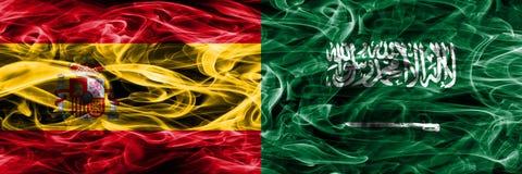 Spanien gegen die Saudi-Arabien Rauchflaggen nebeneinander gesetzt Starkes Col. lizenzfreies stockbild