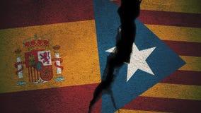 Spanien gegen Katalonien-Flaggen auf gebrochener Wand Stockfoto