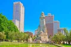 Spanien kvadrerar Plaza de Espana är en stor fyrkant, en populär tou fotografering för bildbyråer
