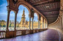 Spanien kvadrerar, Plaza de Espana, Seville, Spanien Sikt från farstubron arkivbild