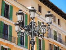 Spanien lampor för antik gata i arbetat järn royaltyfri bild