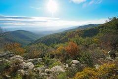 Spanien-Landschaft in Autumn Albera-Berg Pyrenäen stockbilder