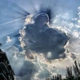Spanien Madrid bewölkt sich, Sonne und Himmel in der Stadt Lizenzfreie Stockbilder