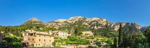 Spanien Majorca bergskedja på byn Deia Royaltyfri Fotografi