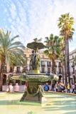 SPANIEN November 10 - klassisk springbrunn av den tre gracerna på Placa Reial i stad av Barcelona i Catalonia Royaltyfria Bilder