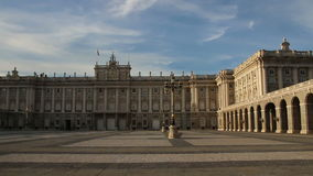 spanien Royal Palace in Madrid Überblick von rechts nach links stock footage
