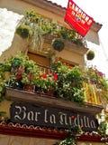 Spanien-Straße mit Meisterligaflagge Stockbilder