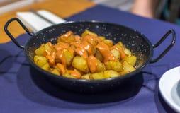 Spanisch Fried Potatoes Patatas Bravas stockbilder
