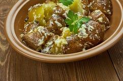 Spanisch gebratener Kartoffel-Salat stockfotos