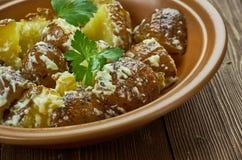 Spanisch gebratener Kartoffel-Salat stockbilder