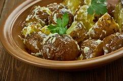 Spanisch gebratener Kartoffel-Salat lizenzfreie stockfotografie