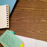 Spanisch; Lernen von neuen Sprachschreibens-Wörtern auf dem Notizbuch Stockfotografie