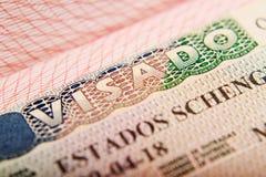 Spanisch-Schengen-Visum in einem Pass lizenzfreie stockfotografie