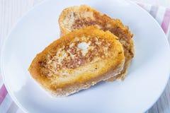 Spanisch Torrijas oder französische Toast traditionsgemäß für Ostern in SP lizenzfreie stockfotos