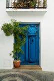 Spanische Dorfblautür Lizenzfreie Stockfotografie